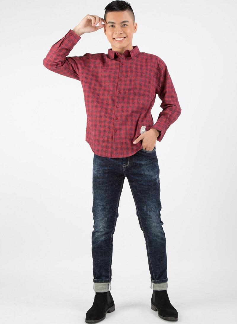 Quần jeans skinny kết hợp sơ mi thanh lịch