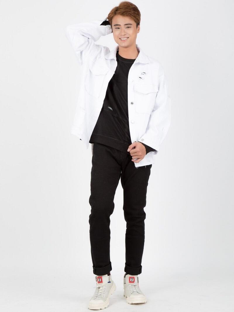 Double denim cùng áo khoác denim và quần jeans thời thượng