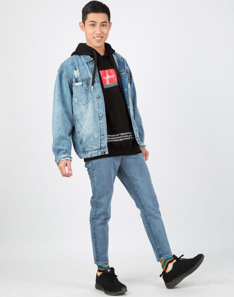 Kết hợp áo khoác jeans và áo Hoodie cá tính