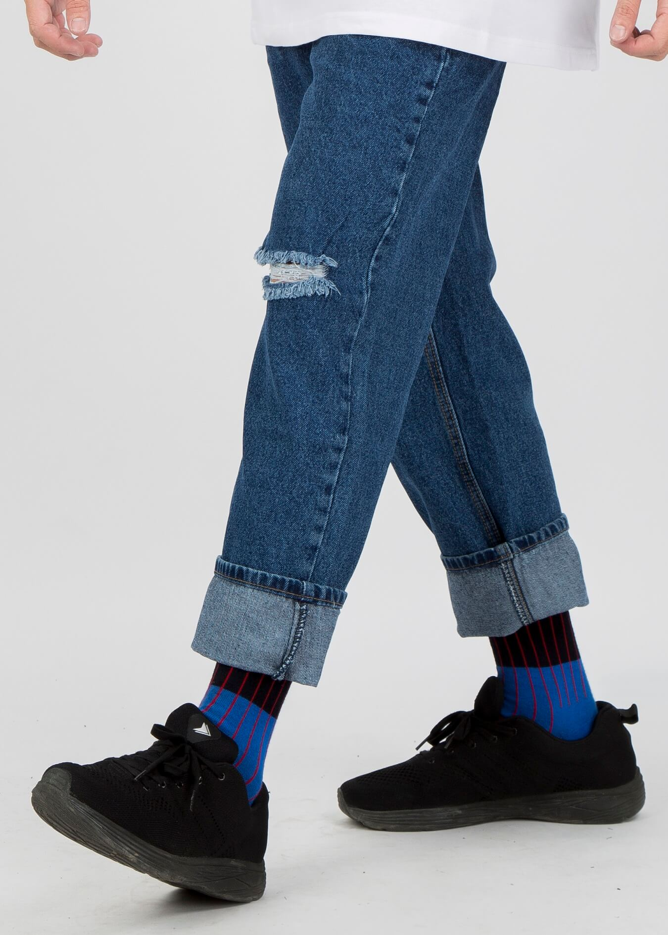 Phối đồ với quần jean ống suông