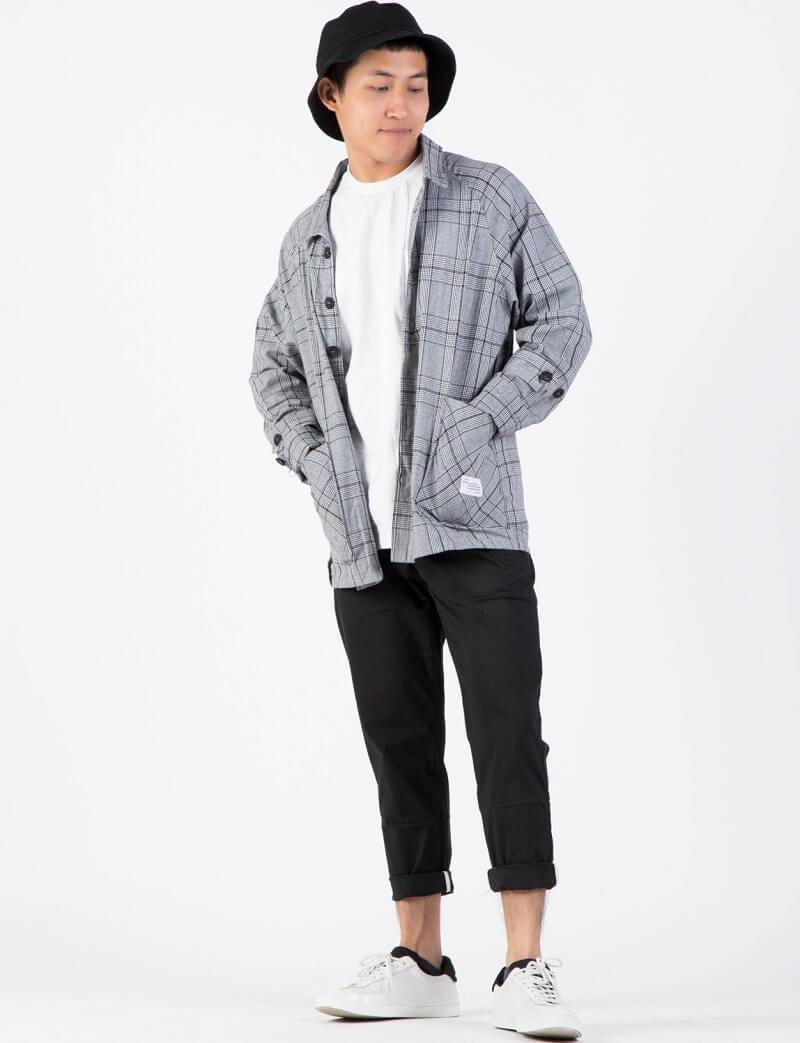 Mix kiểu layer giữa sơ mi và áo thun