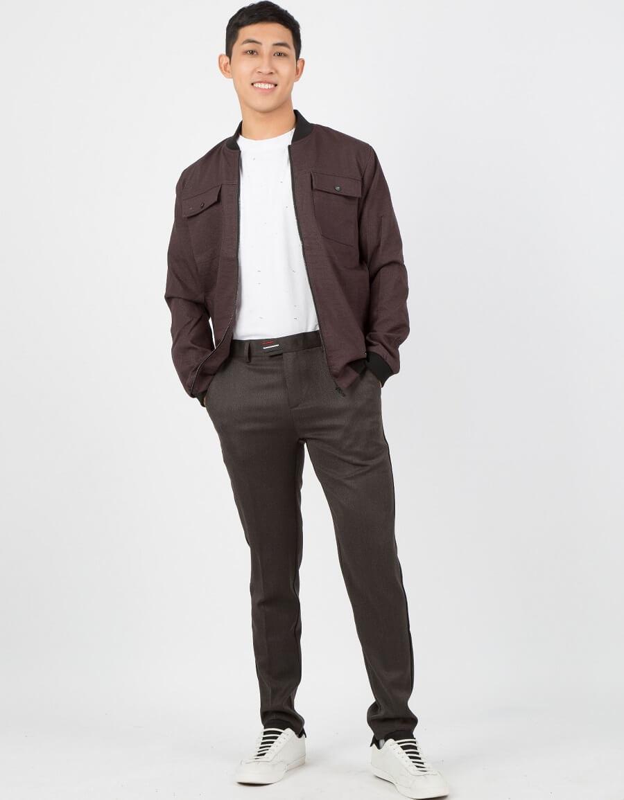 Cáo blazer kết hợp cùng quần âu cũng vô cùng lịch sự khi đi làm
