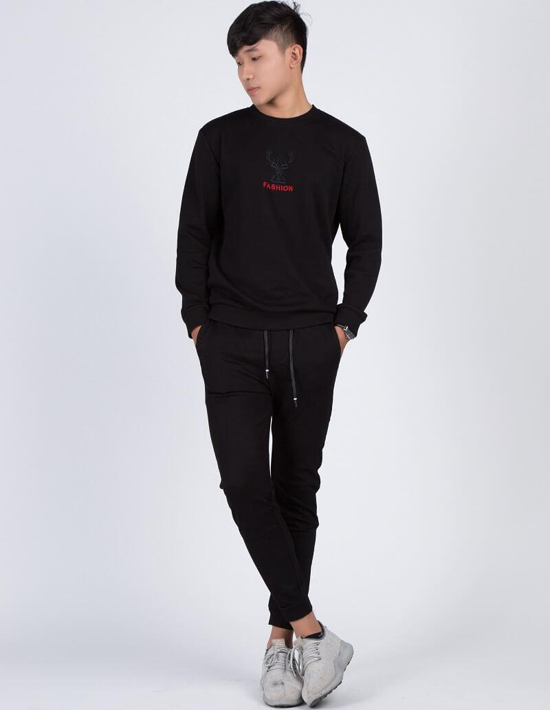 Áo thun dài tay đen phong cách