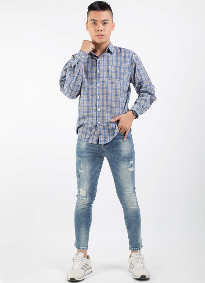 Mùa thu – Tái hiện của thời trang thập niên 80s với quần jean rách với áo sơ mi flannel