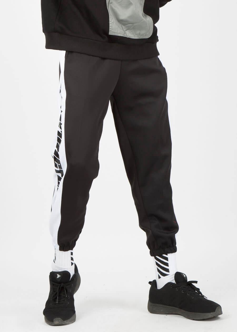 Áo hoodie với quần jogger
