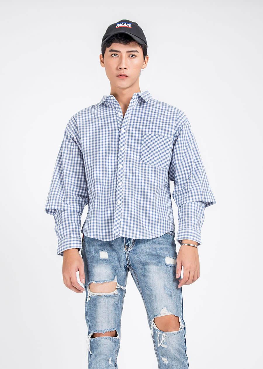 """Cũng là áo sơ mi caro nhưng là áo sơ mi kiểu lồng ống tay, cùng với quần jean rách """"te tua"""" cực chất cho mùa hè năng động"""