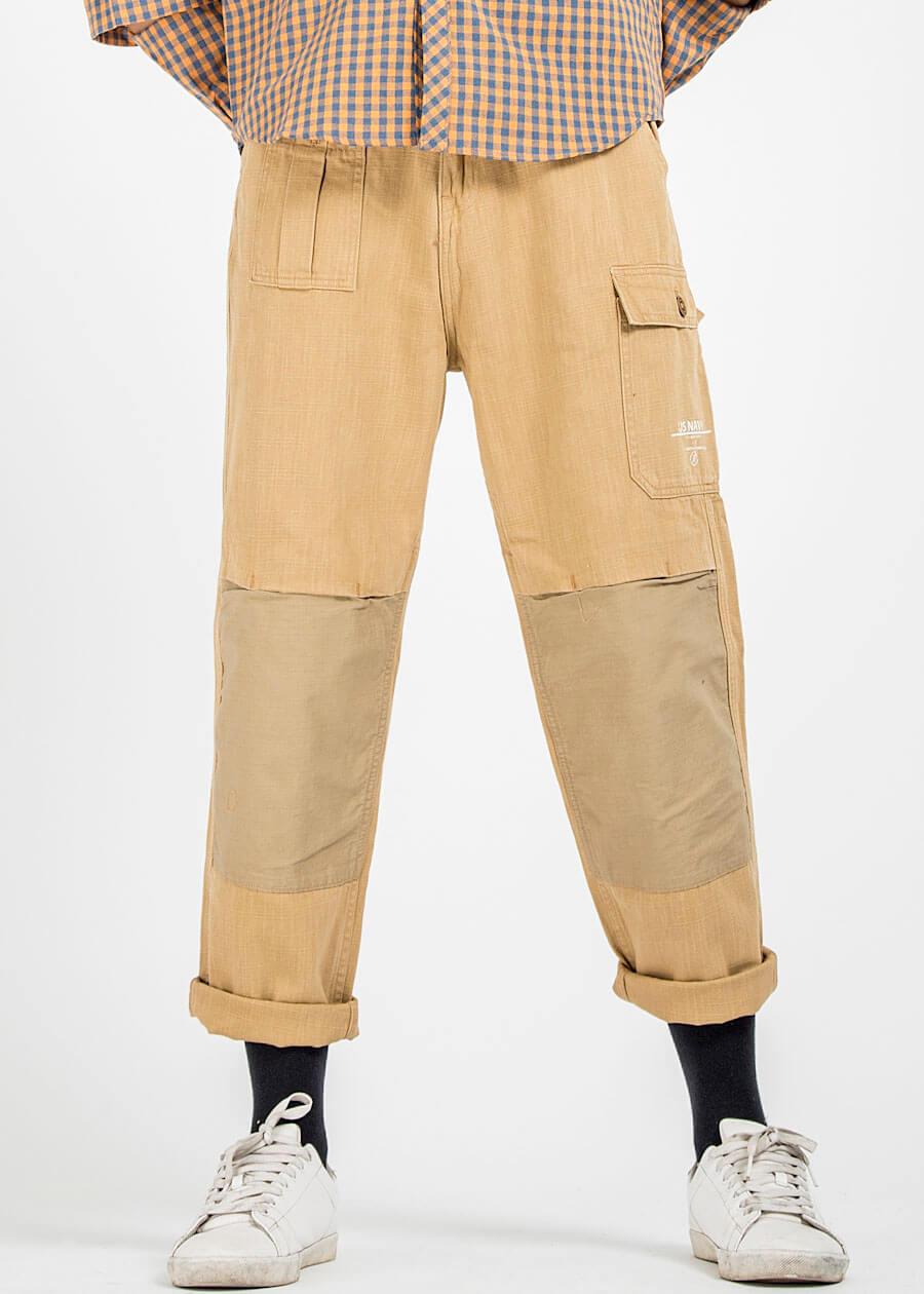 Mẫu quần túi hộp khaki với màu vàng đặc trưng