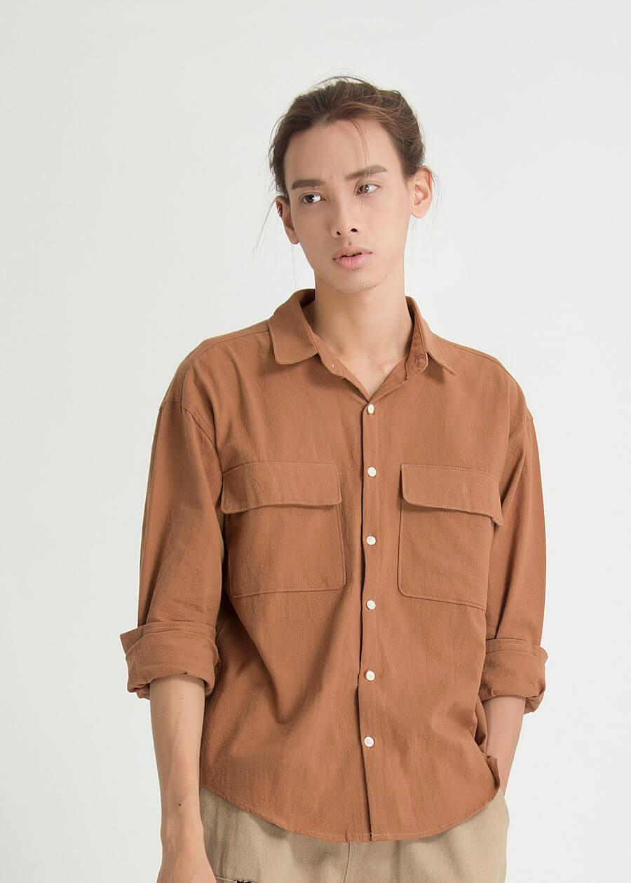 Chàng trai bánh bèo thu hút mọi ánh nhìn với áo sơ mi túi hộp phong cách unisex
