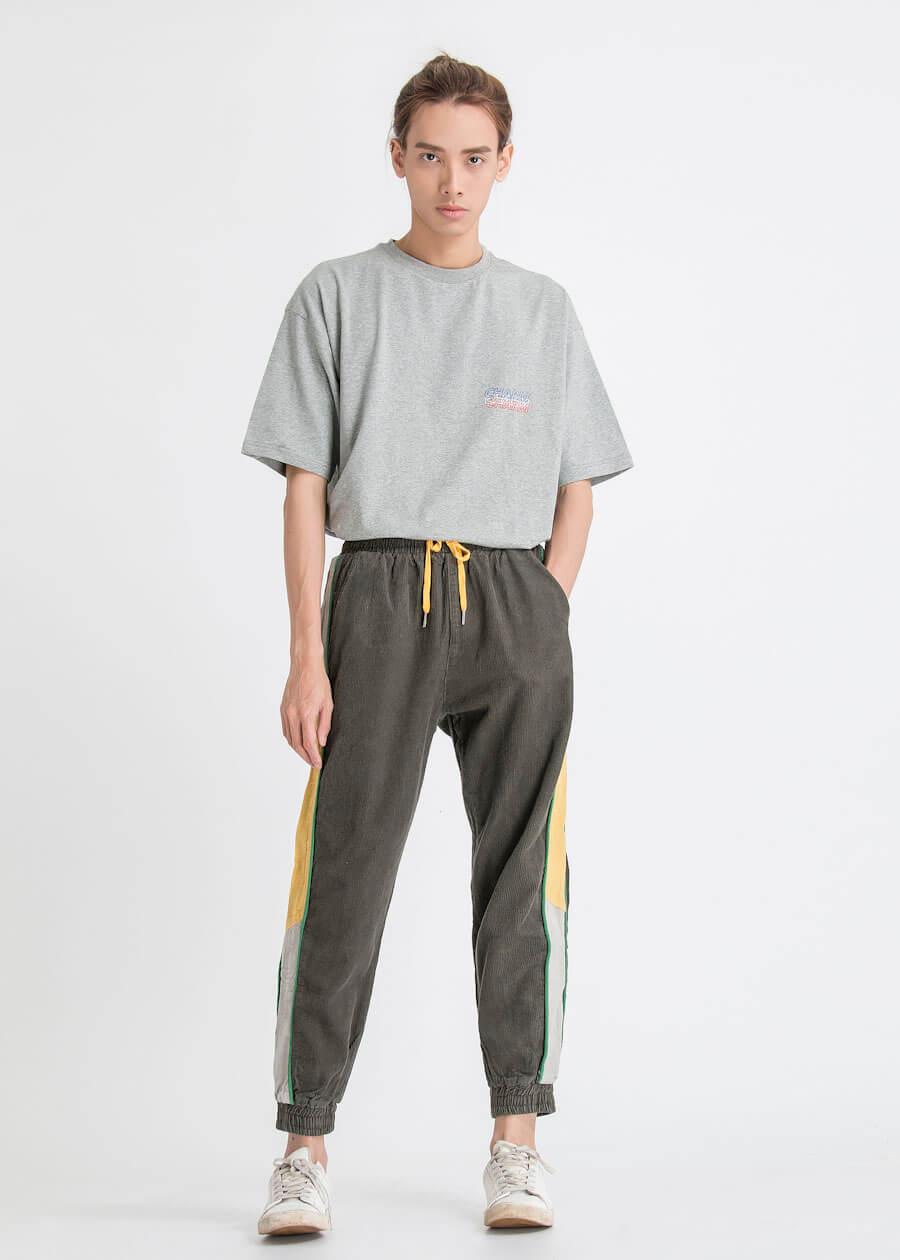Mẫu quần jogger kaki họa tiết sọc theo khối màu