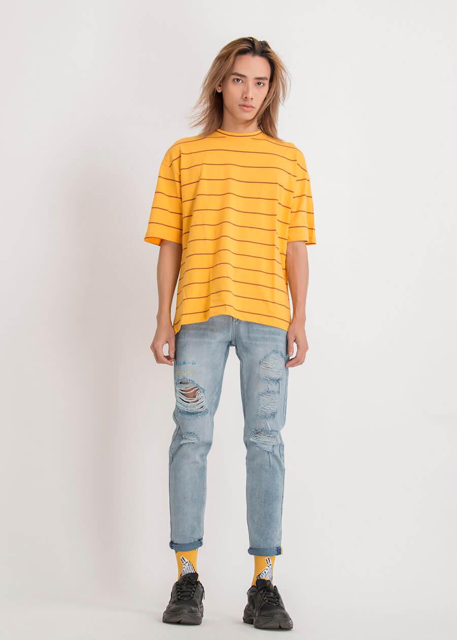 Mix áo thun cùng với quần jean năng động
