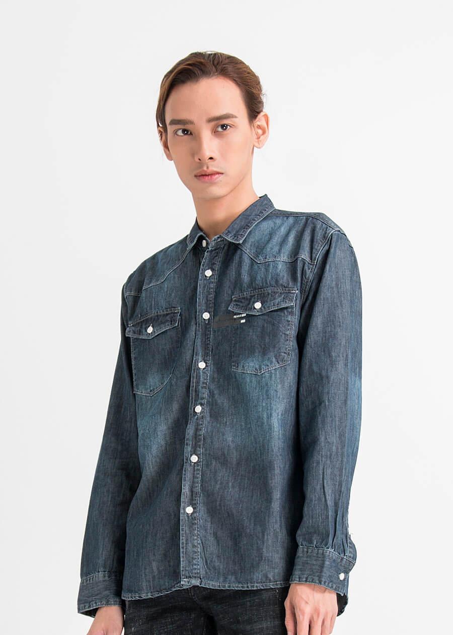 Áo sơ mi phong cách denim, jean kết hợp cùng quần jean cùng màu để tạo thành 1 set đồ đậm chất tone sur tone (tông xoẹt tông)