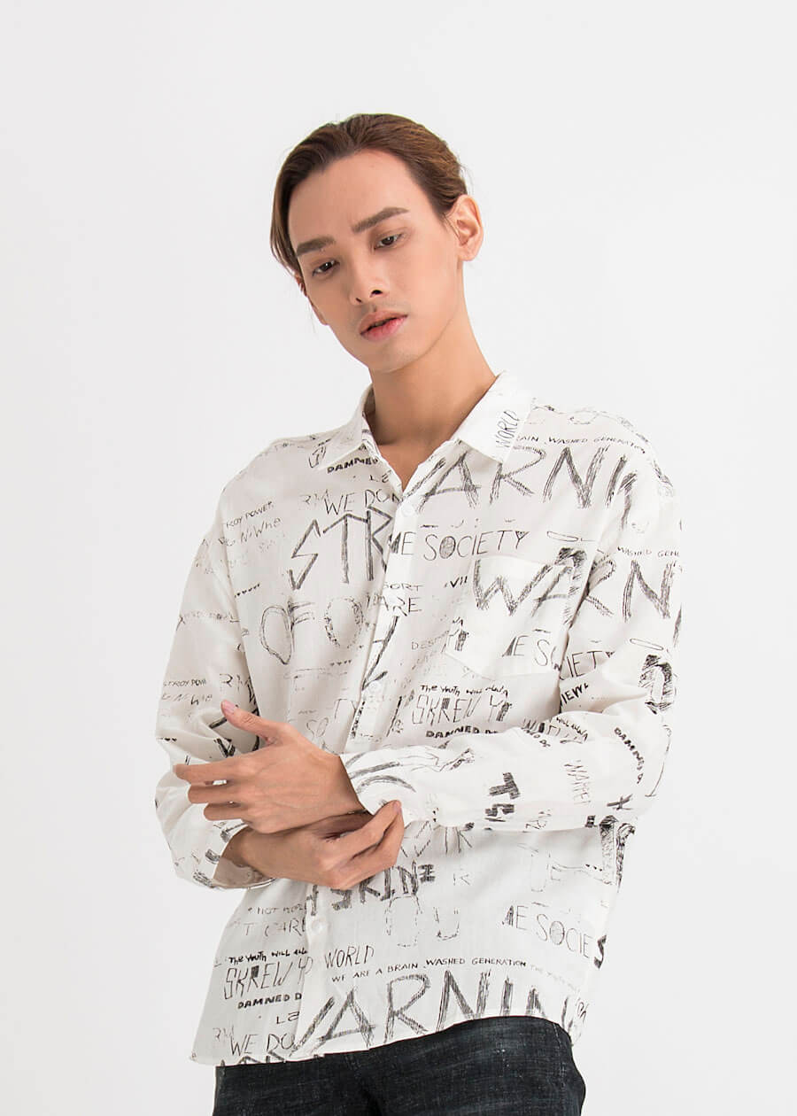 Cực phảm sơ mi trắng họa tiết trừu tượng, quần jean đen kết hợp