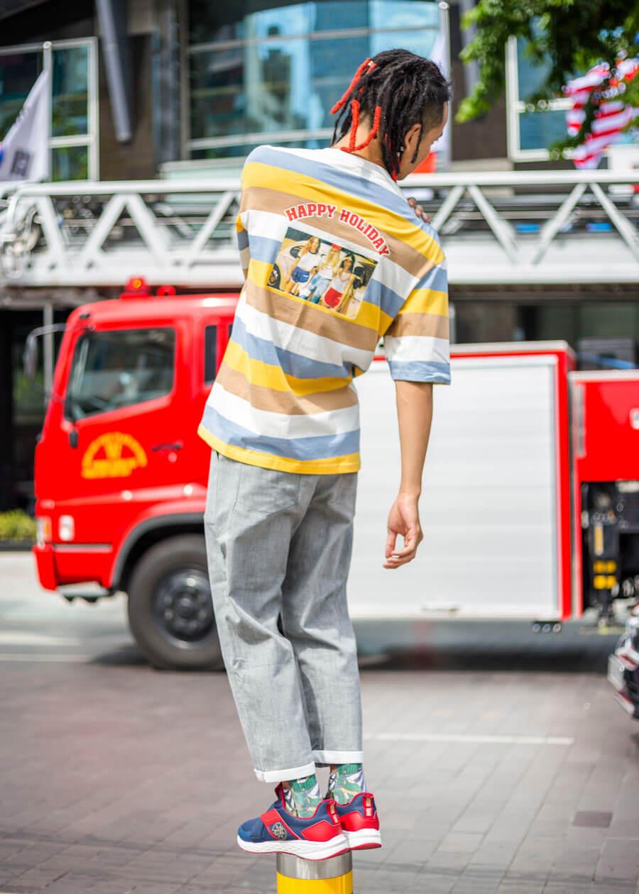 Quần jean ống đứng kết hợp áo thun họa tiết trẻ trung
