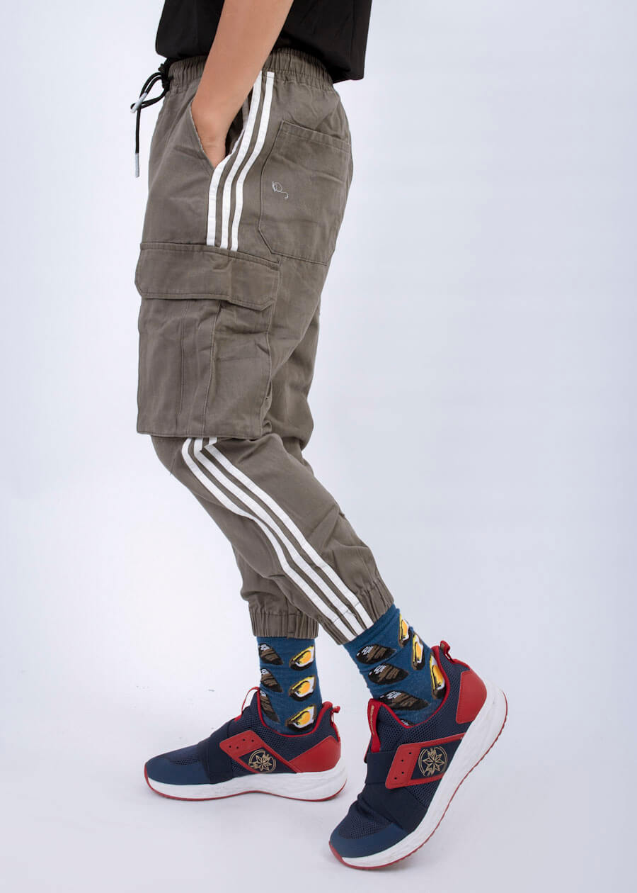 Mẫu quần jogger kaki đậm phong cách thể thao