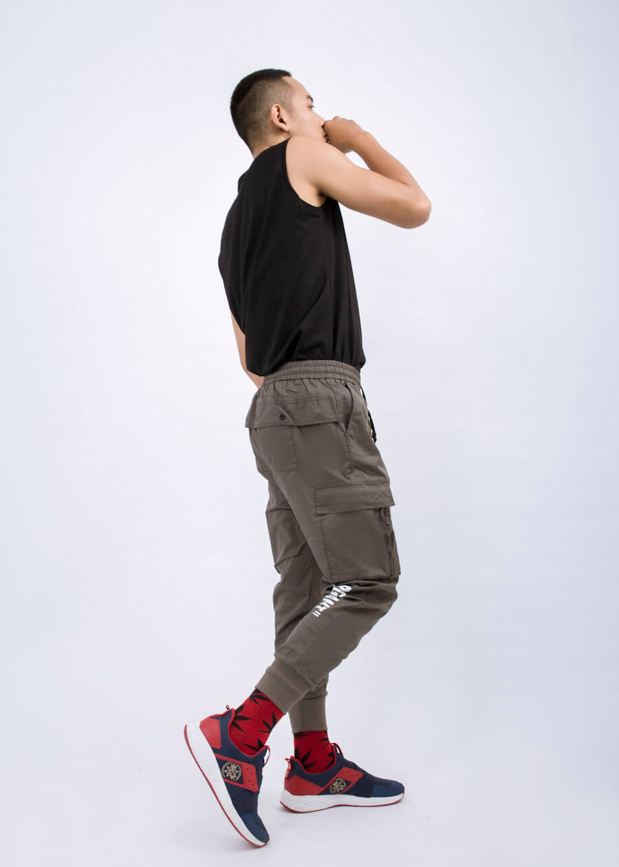 Quần jogger mặc với áo gì? Bí quyết mặc quần jogger để X10 độ đẹp trai