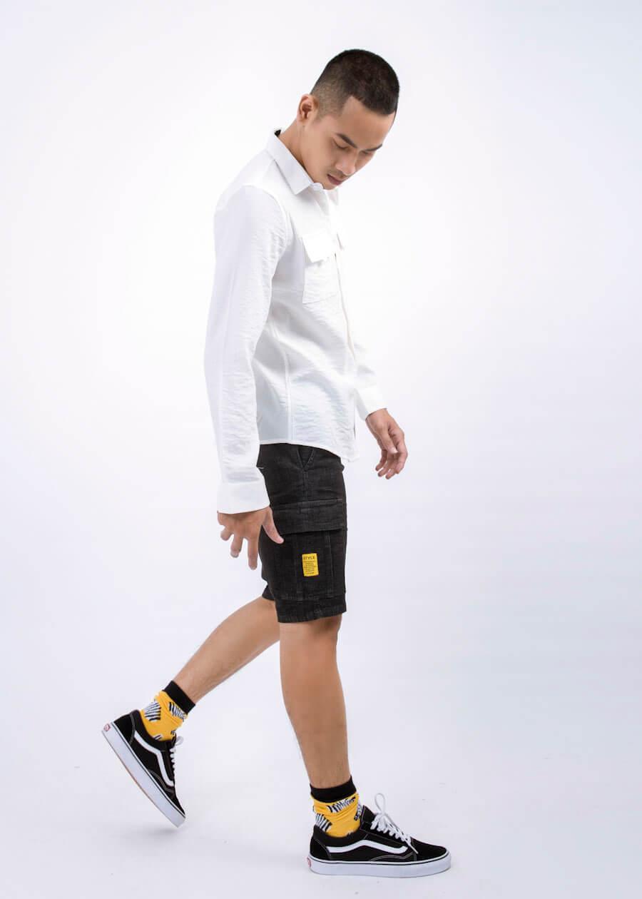 Set đồ trẻ trung với sự kết hợp giữa sơ mi trắng và quần short