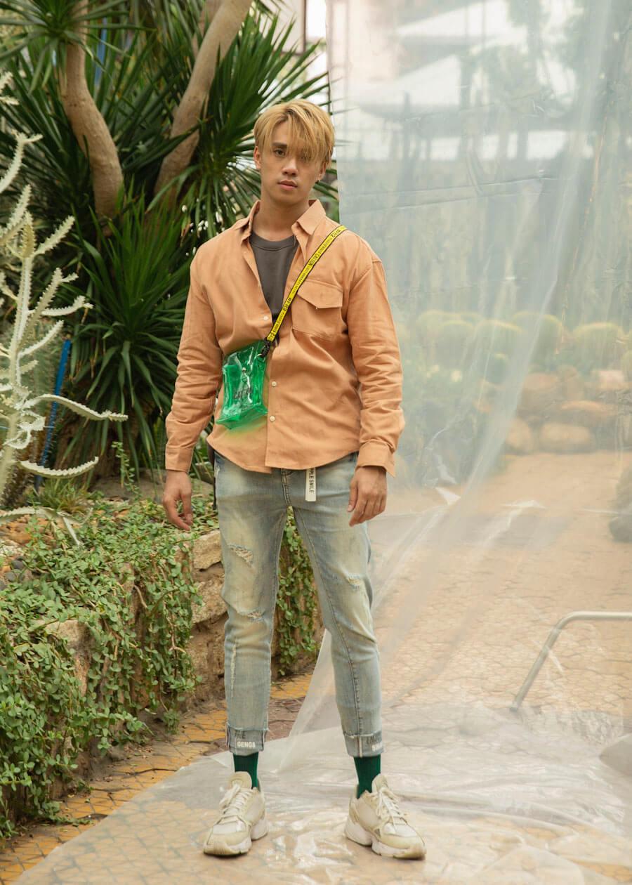 Phong cách layer cho quần jean với áo sơ mi
