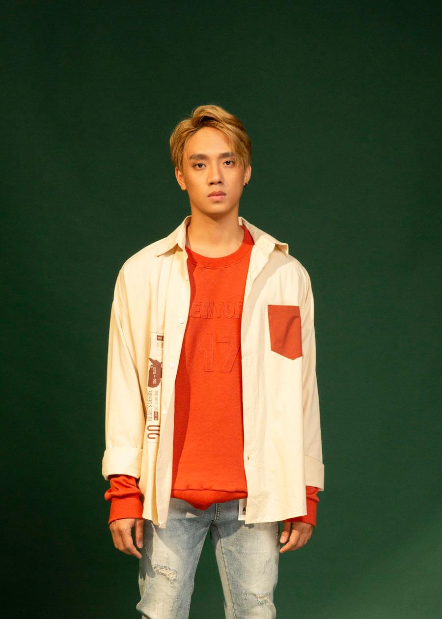 Cách phối quần jean với áo sơ mi đúng chất street style
