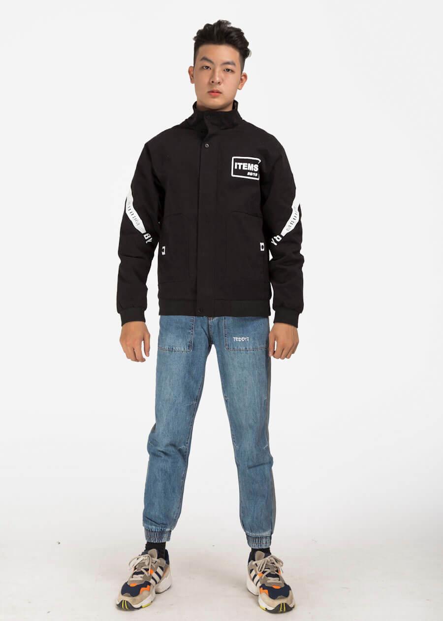Quần jean xanh phối áo khoác thể thao