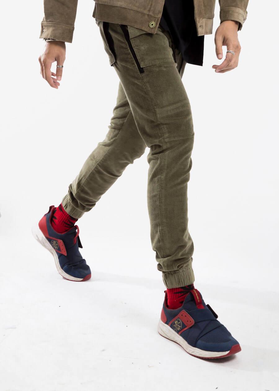 Mẫu quần kaki với đũng quần cao cực fashion