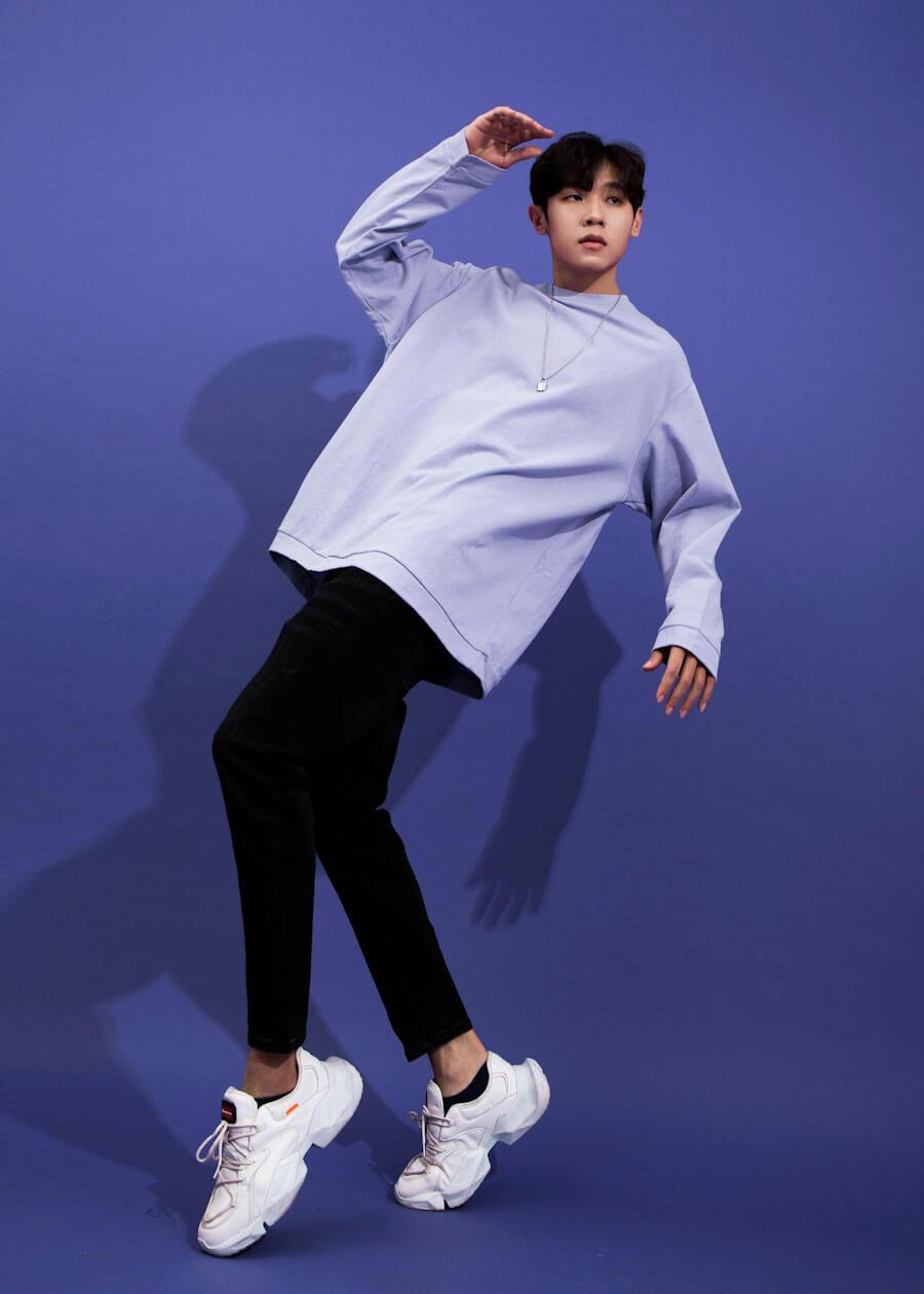Phối áo thun form rộng ngắn tay với quần dài