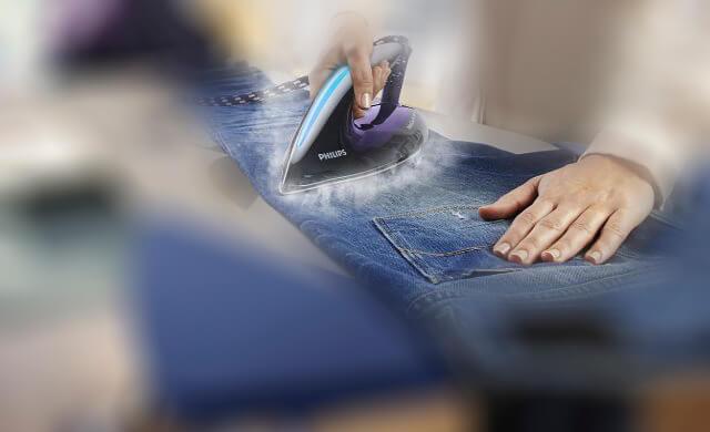 Làm rộng ống quần jean bằng cách sử dụng bàn là làm dãn rộng ống quần