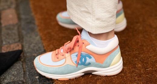 Giày có màu sắc nổi bật