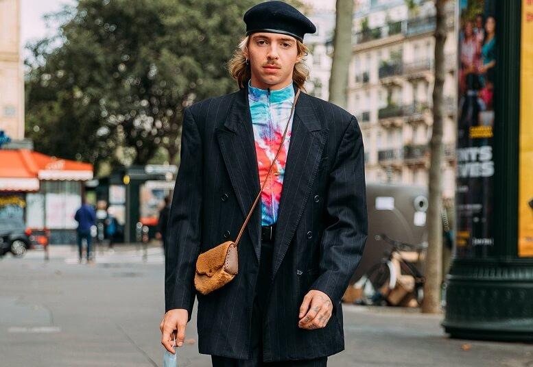 Áo Tuxedo kết hợp cùng áo nhem màu cùng túi đeo chéo đậm chất đường phố