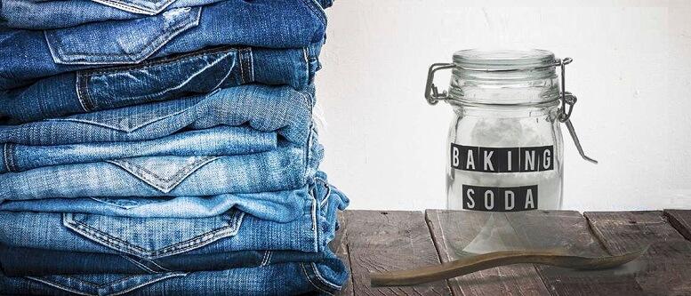 Làm bạc màu quần jean với dung dịch baking soda