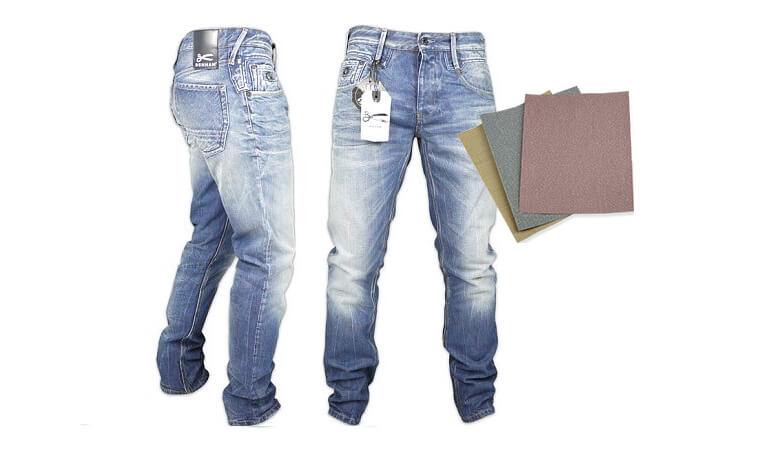 Làm bạc màu quần jean bằng giấy nhám hoặc tấm chà nhám