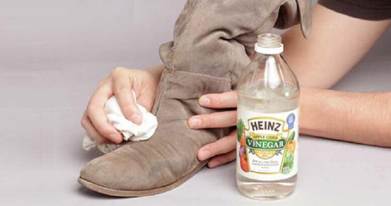 Cách vệ sinh giày da lộn đúng cách