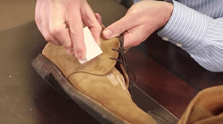 Thông tin thêm về đồ dùng sử dụng để vệ sinh giày da lộn
