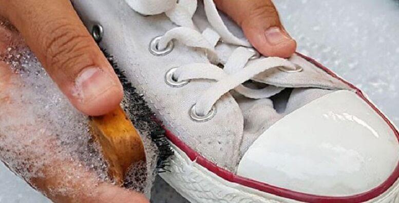 4 cách vệ sinh giày sneaker với vật dụng có sẵn hàng ngày